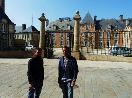 21 mars 2012, Igor et Valentin devant la préfecture de l'Orne.