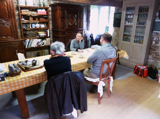 19 mai 2012, conférence au sommet dans la cuisine provisoire, au rez-de-chaussée du colombier.