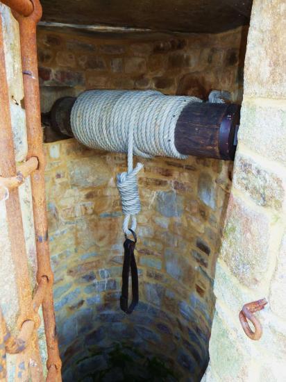 19 juin 2012, il suffit désormais d'actionner la manivelle pour avoir l'eau à la ferme.