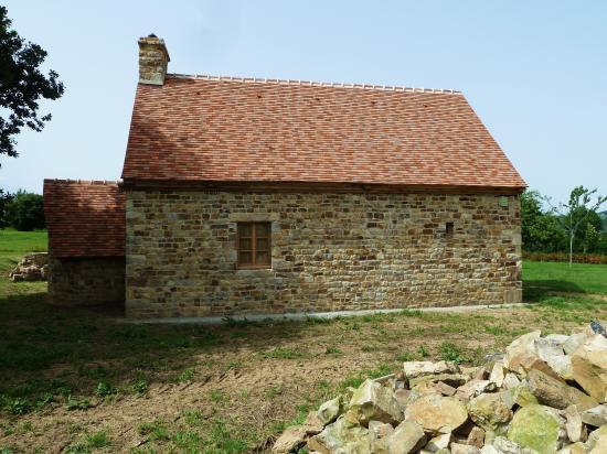 28 juin  2012, le fournil de la ferme vu du Sud.