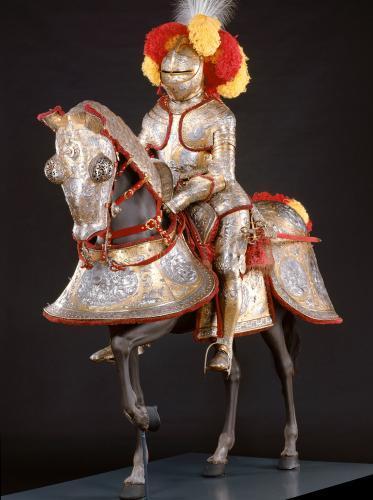 Ensemble équestre destiné au roi Erik XIV de Suède, dit 'armure d'Hercule', Eliseus Libaerts, vers 1563-1564, Fer repoussé, ciselelé, gravé, poli et doré, velours de soie, Acheté en 1606 par le prince-électeur Christian II de Saxe