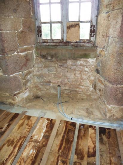 31 juillet 2012, les tuyaux pour le futur radiateur de la fenêtre Sud.
