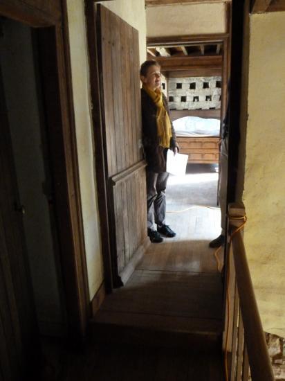 la cinquième travée; ici Lucyna, à l'entrée de la chambre du 2ème étage du colombier.