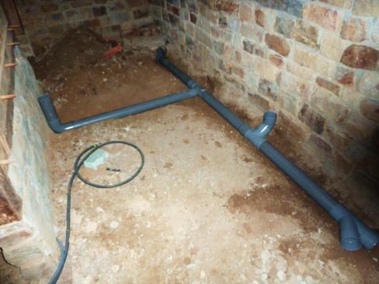 29 octobre 2012, dans le futur cabinet de toilettes du fournil de la ferme.
