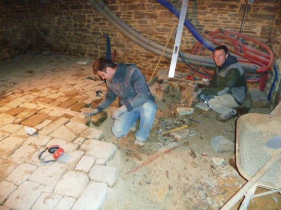 24 janvier 2013, Igor et Jonathan au travail dans la future chaufferie.