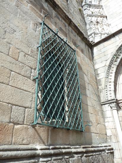 18 mai 2013, autre grille du même clocher à Guimaraes.