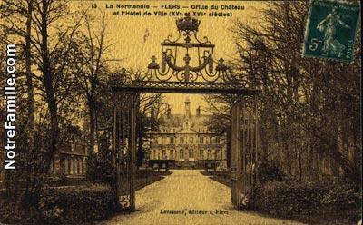 La grande grille du château de Flers tristement émasculée de l'écu des la Motte-Ango de Flers.