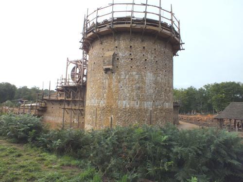 La tour maîtresse avec sa latrine.