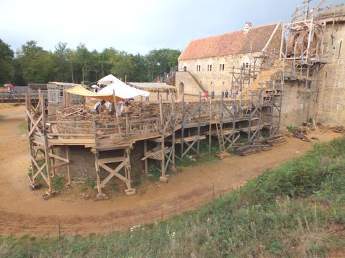 Aperçu de l'état actuel du chantier de Guédelon.