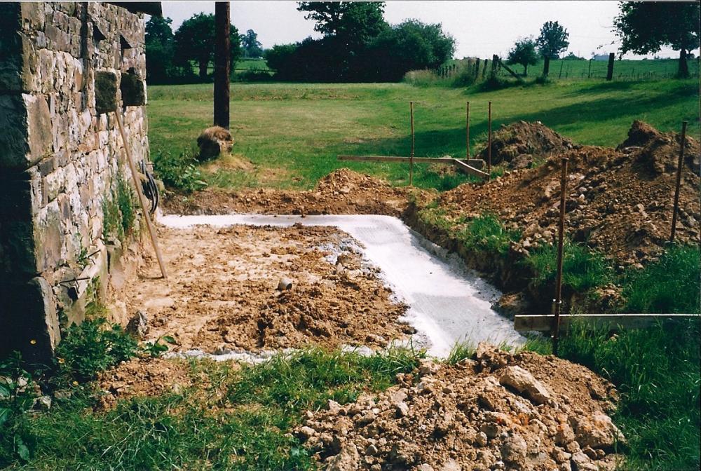 Juillet 1998, les fondations de l'appentis de la cave.
