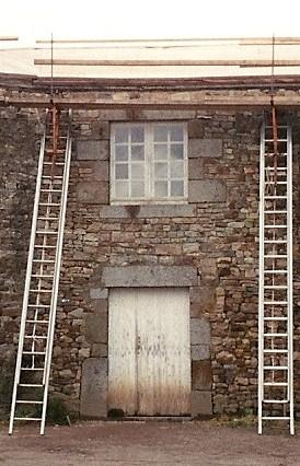 Etat de deux ouvertures du bâtiment Nord en septembre 1993.
