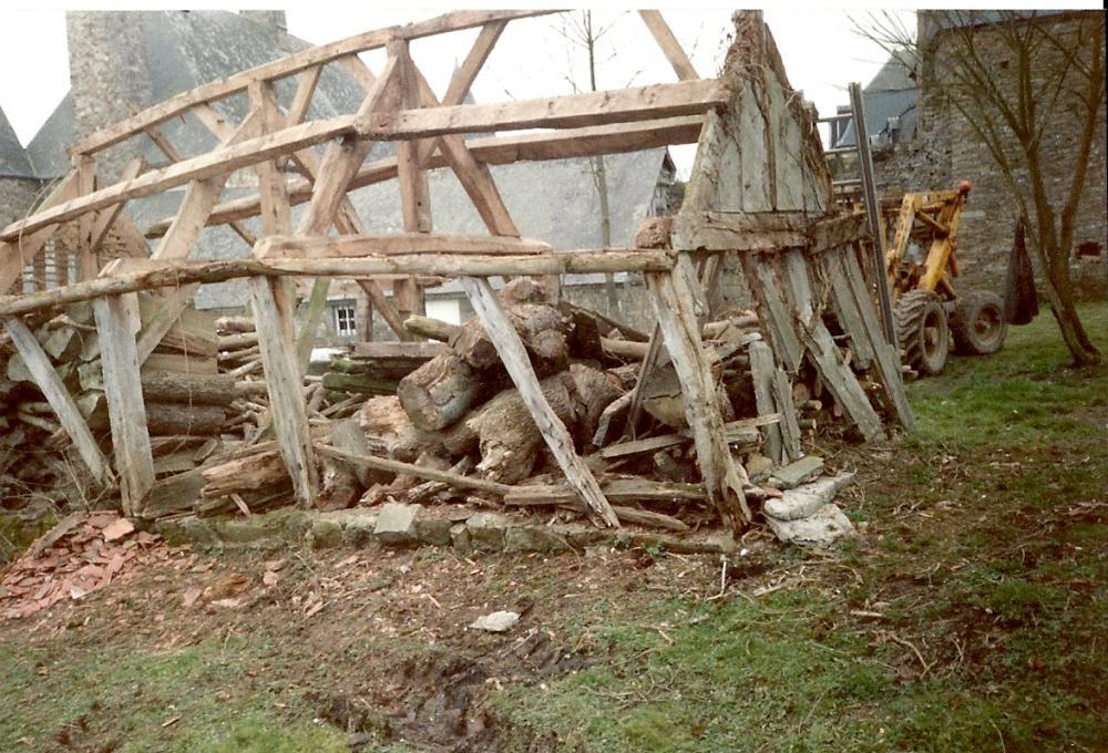 Mars 1993, le bûcher en cours de démontage.