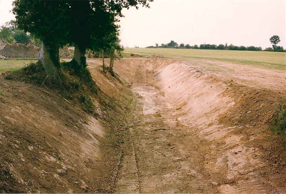 Août 1991, la douve Nord après son curage.