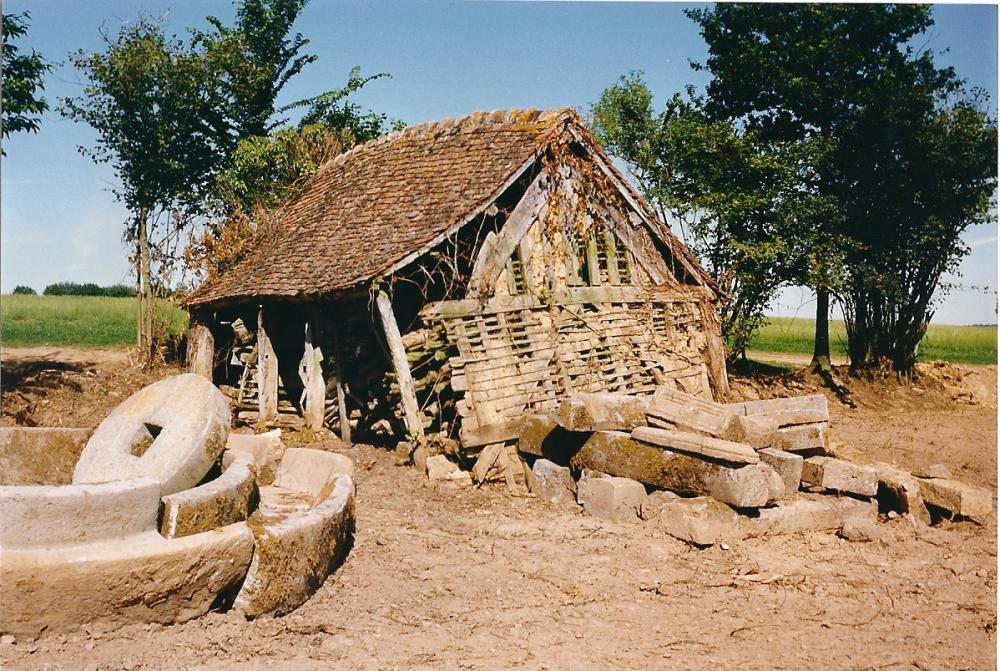 Août 1991, le bûcher débarrassé des ronces qui empêchaient de le voir.