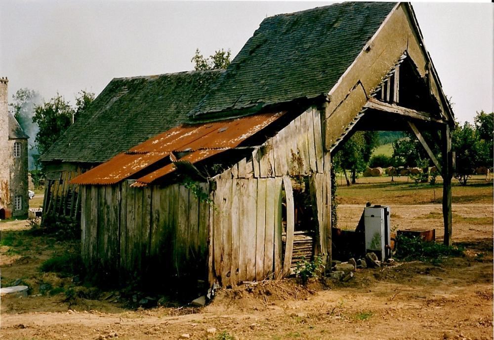 Juillet 1991, très vite un tiers de cette grange fut démonté.