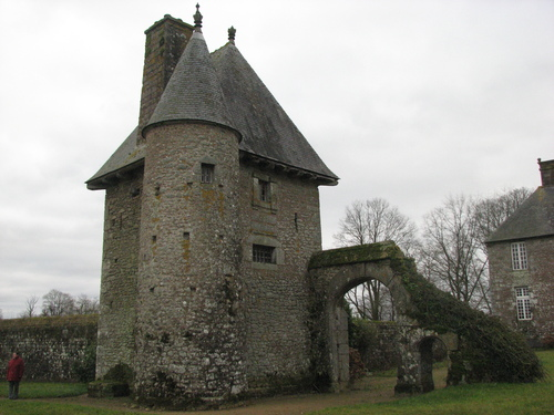 Le vieux pavillon du manoir de la Bérardière.