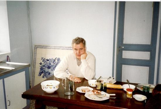 Septembre 1993, Sont-ce ces bleus qui me donnaient l'air morose, et même accablé, dans la cuisine du bâtiment Nord?