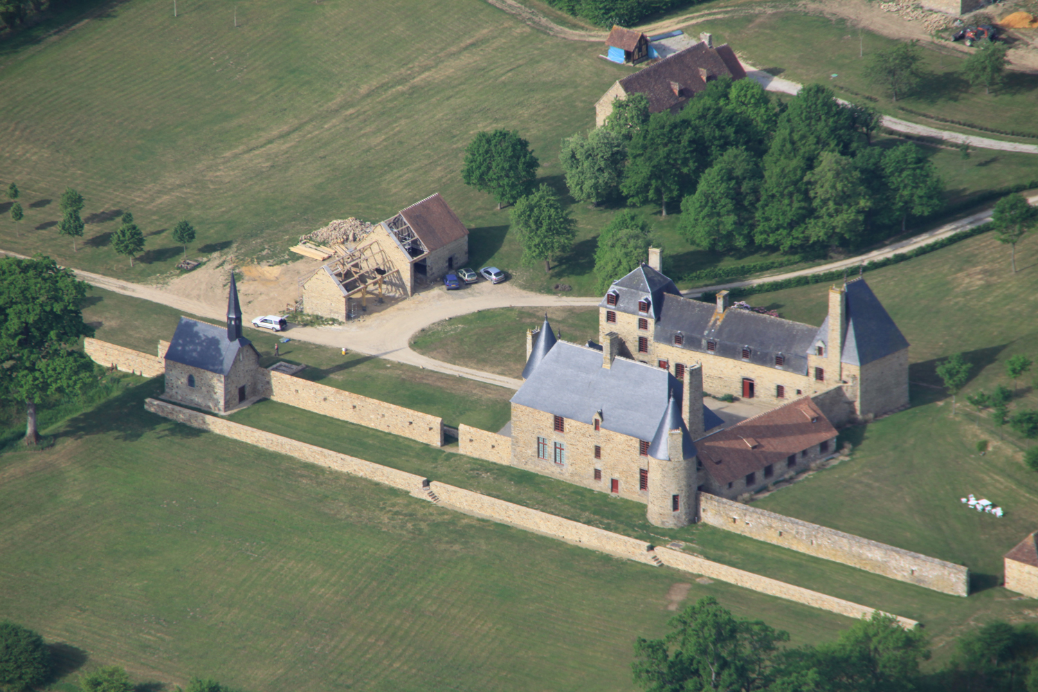 Aerial vue of the Chaslerie manor house © Jérôme Travert