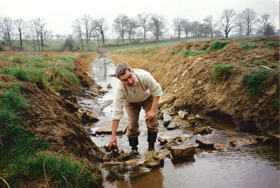 Janvier 1992, les ragondins sont plus doués pour barrer un cours d'eau.
