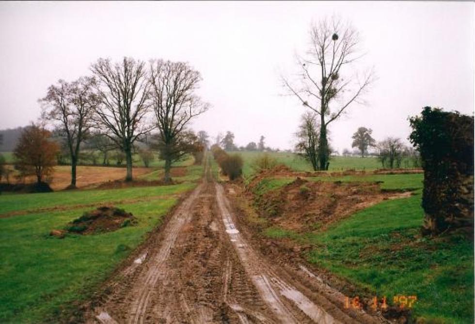 16 novembre 1997, terrassements derrière la charretterie.