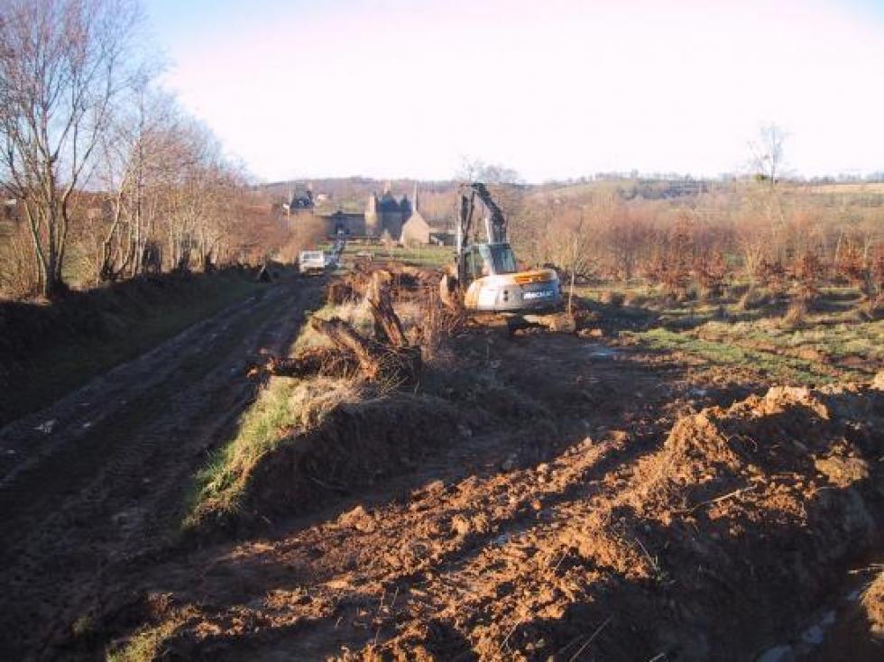6 février 2008,déplacement du talus et creusement du fossé à droite en descendant.