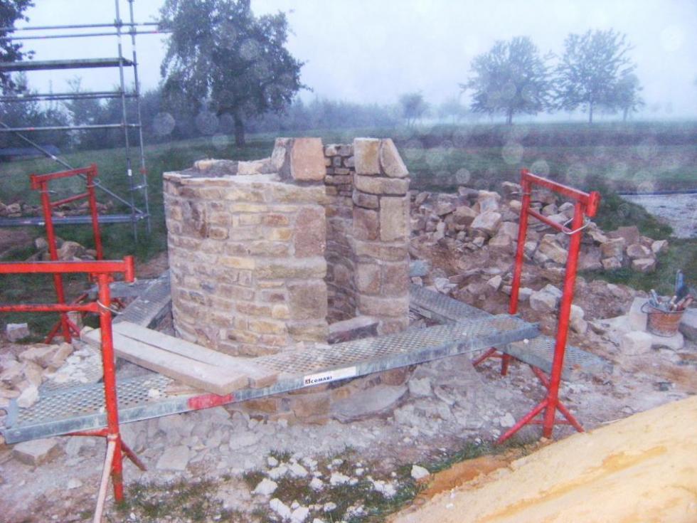 Le 13 septembre 2010, Pascal a dû démonter le haut du puits sous la pluie.