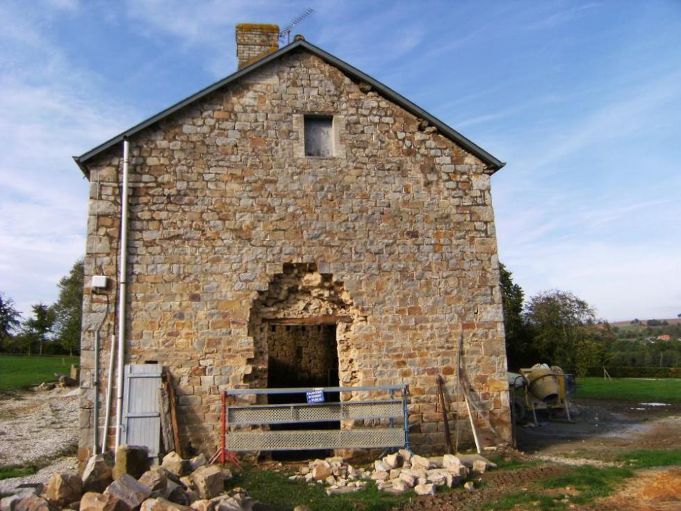 7 octobre 2010, premiers travaux sur les ouvertures de la ferme.
