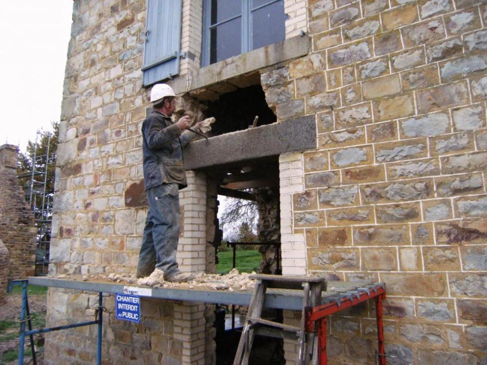 12 novembre 2010, une porte de la ferme à transformer en fenêtre.