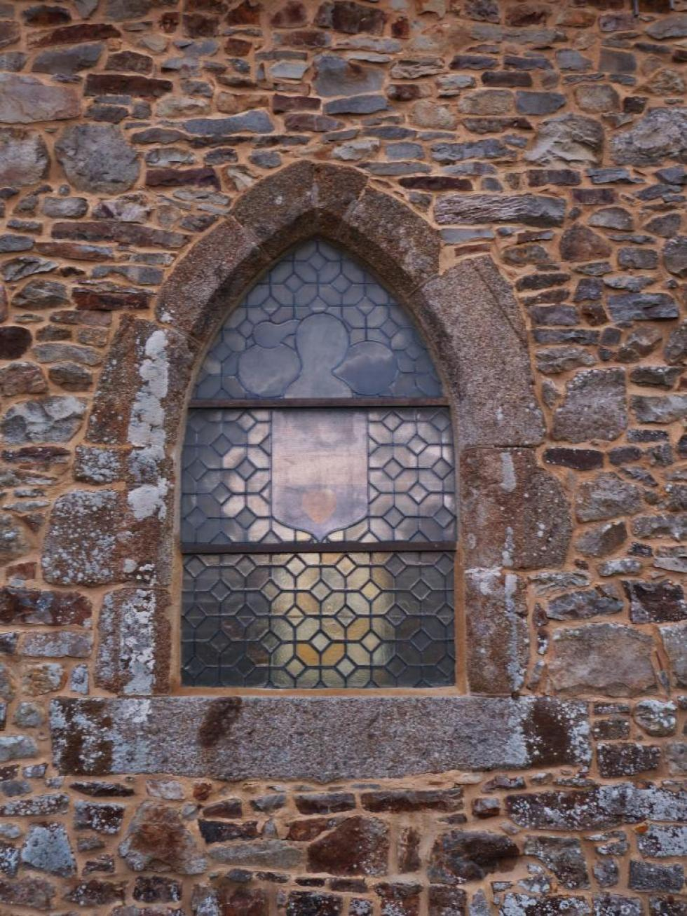 13 mars 2011, le vitrail Ouest vu de l'extérieur de la chapelle.