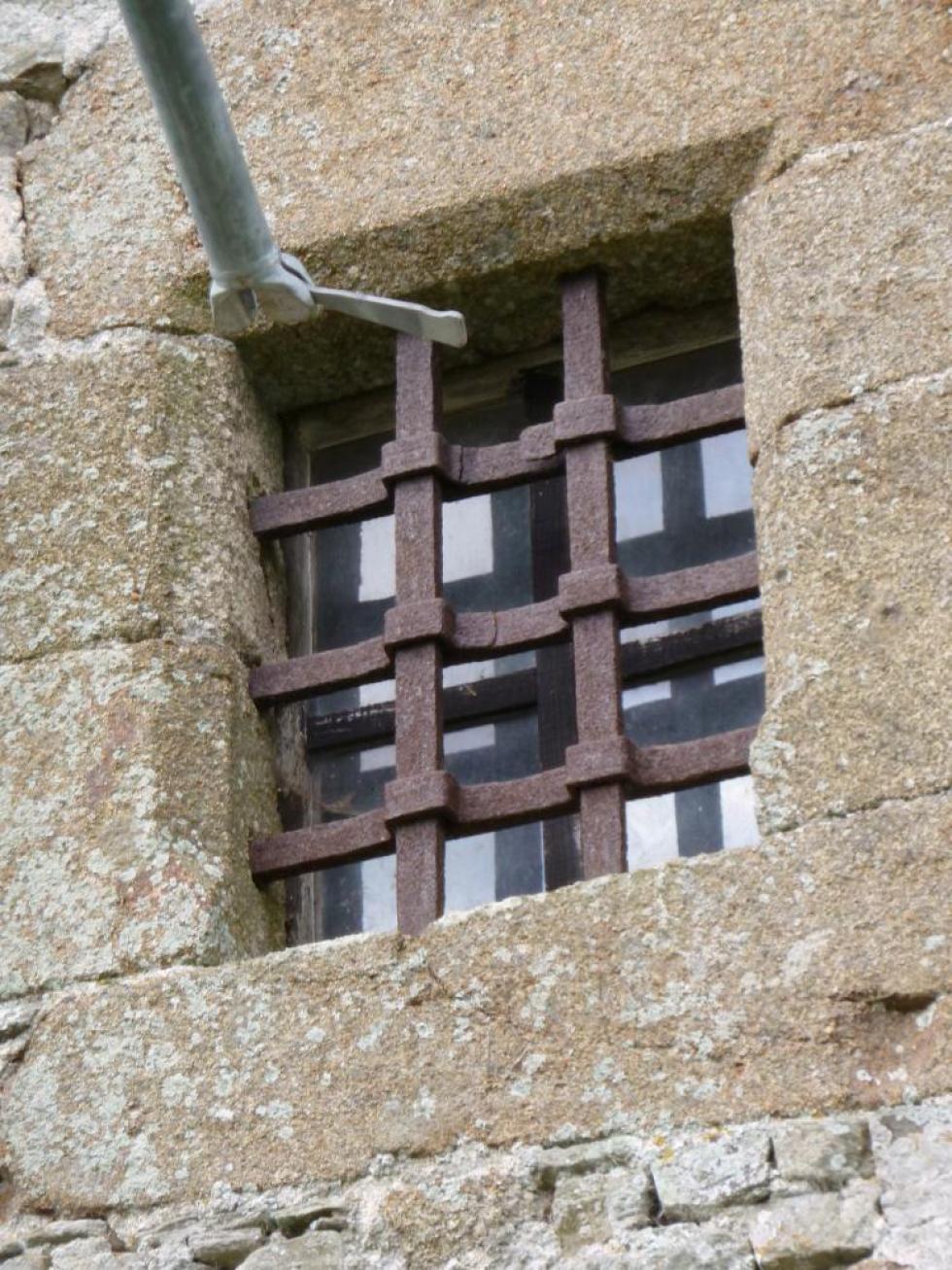 18 mars 2011, une grille de la tour d'escalier de Mebzon.