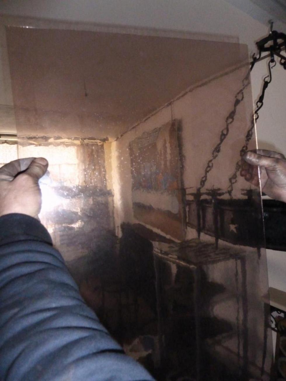 18 mars 2011, une feuille du verre qui sera utilisé pour les lanternes de la cour de la Chaslerie.