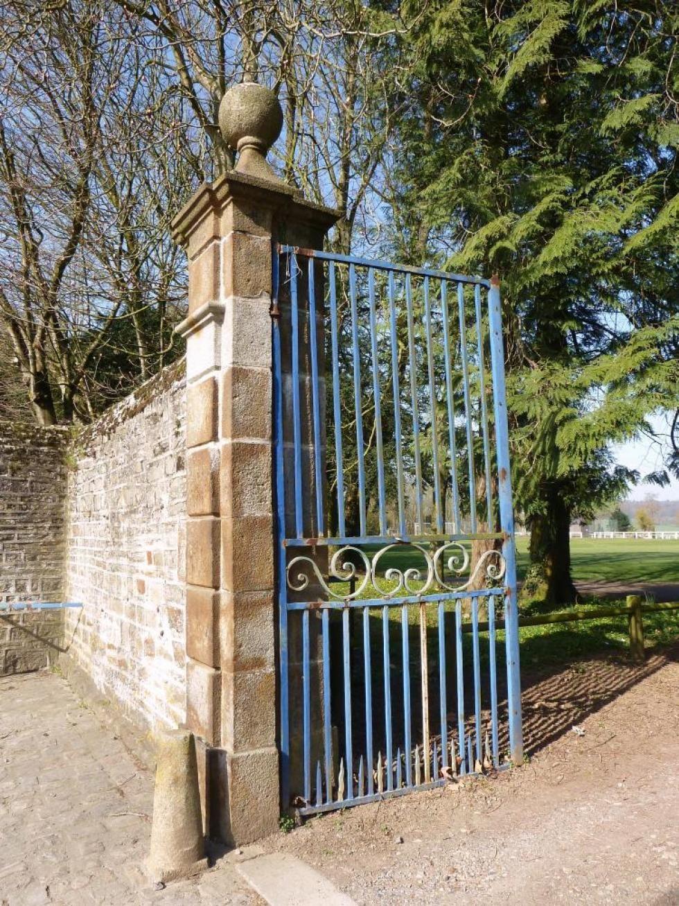 25 mars 2011, le petit portail de Rânes.