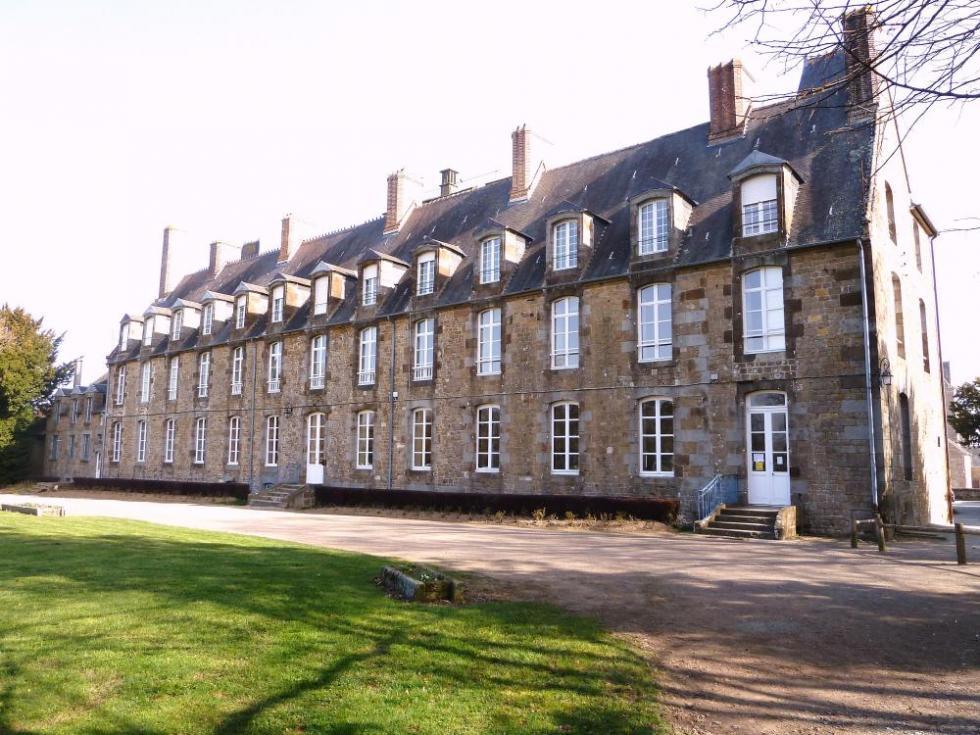 25 mars 2011, la façade sur jardin du château de Rânes.
