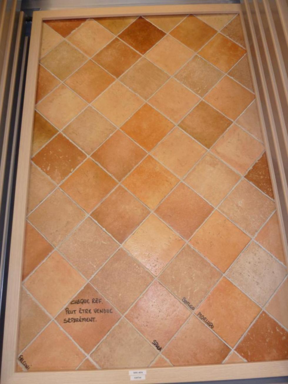 22 avril 2011, simili tomettes en céramique chez NIVAULT.