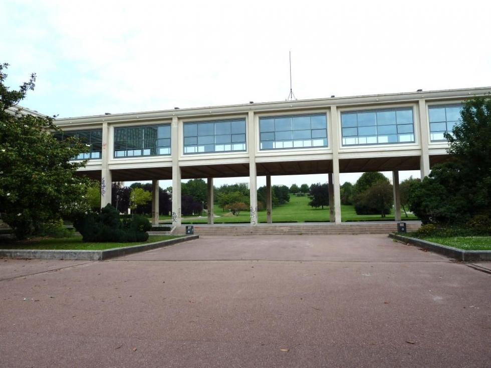 30 juillet 2011, la galerie vitrée du campus 1.