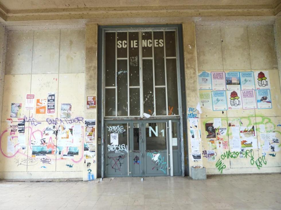 30 juillet 2011, la porte de la fac que je devrai franchir tous les jours.