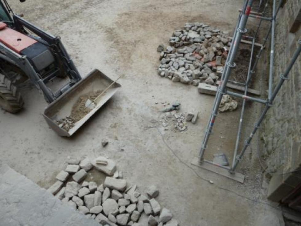 28 mars 2013, la fin du stock de pavés de Céaucé.