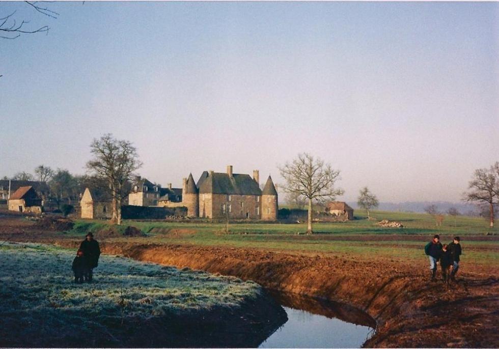 Décembre 1991, promenade le long du canal d'alimentation des douves.