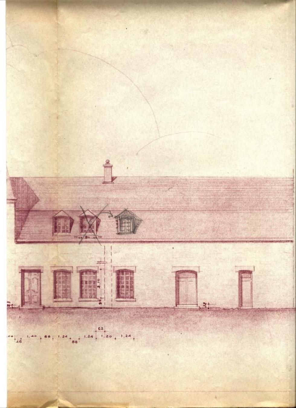 Les plans, approuvés par Lucien PRIEUR, A.C.M.H., le 14 octobre 1952 (l'écurie percé de deux nouvelles portes et de trois nouvelles fenêtres sur sa façade Est).