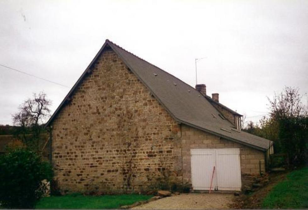 Octobre 1992, le garage en parpaings à l'arrière de la ferme.