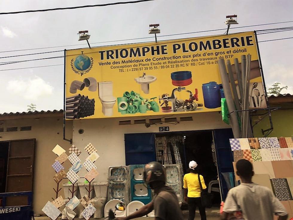 """Photo prise à Cotonou (Bénin) par la """"Visiteuse facétieuse""""."""
