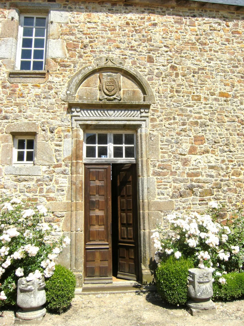 La porte principale du logis