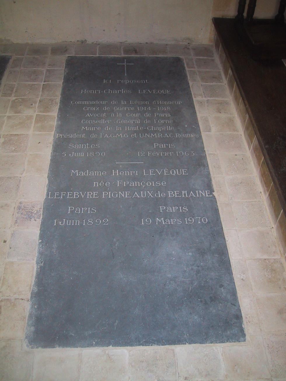 La tombe de Monsieur et Madame Henri Levêque.