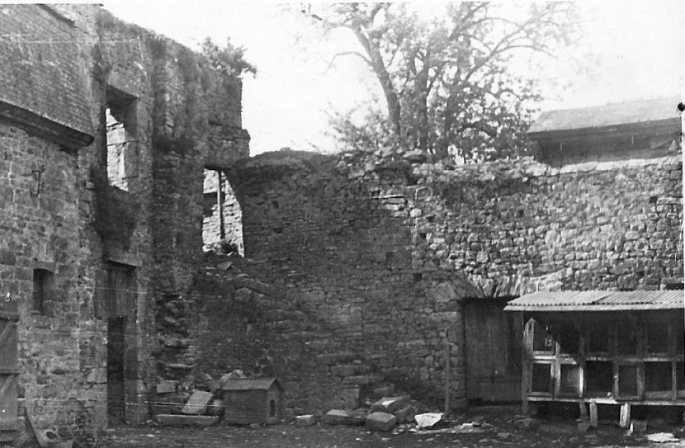 La tour Louis XIII, écroulée vers 1930