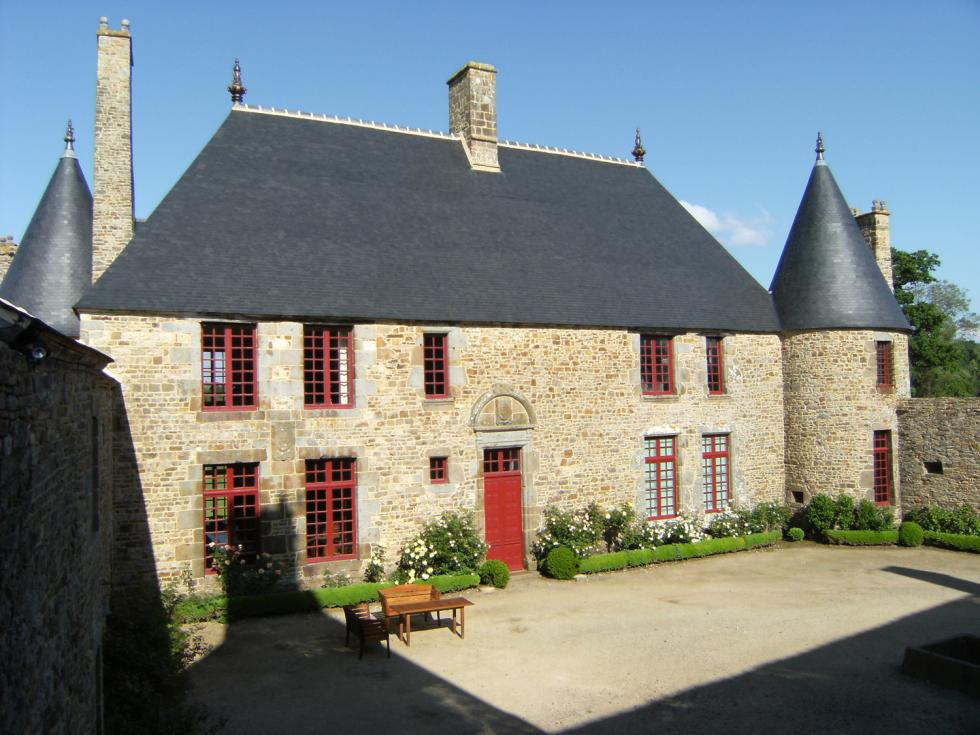 The main dwelling and its two towers