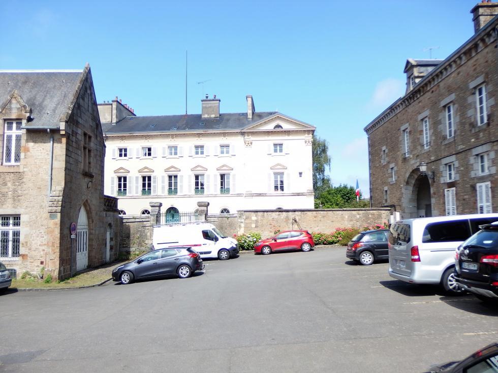 20 juin 2018, la sous-préfecture d'Avranches.