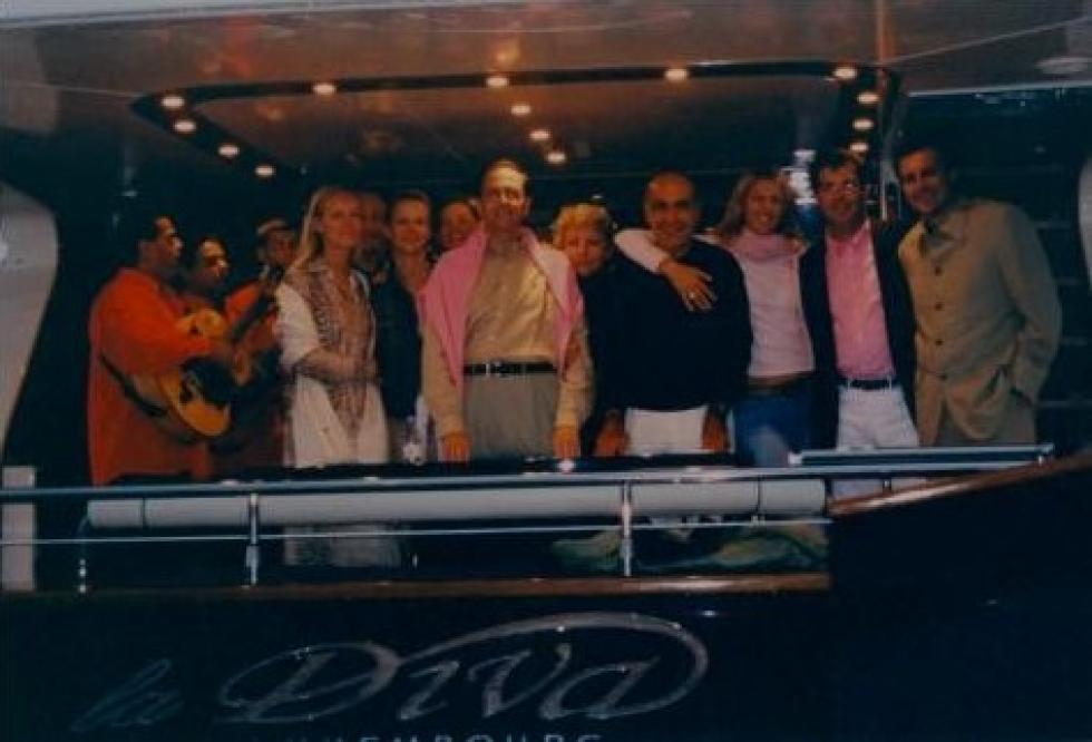 Sur le yacht de TAKKIEDINE, il n'y avait pas que des guitaristes.