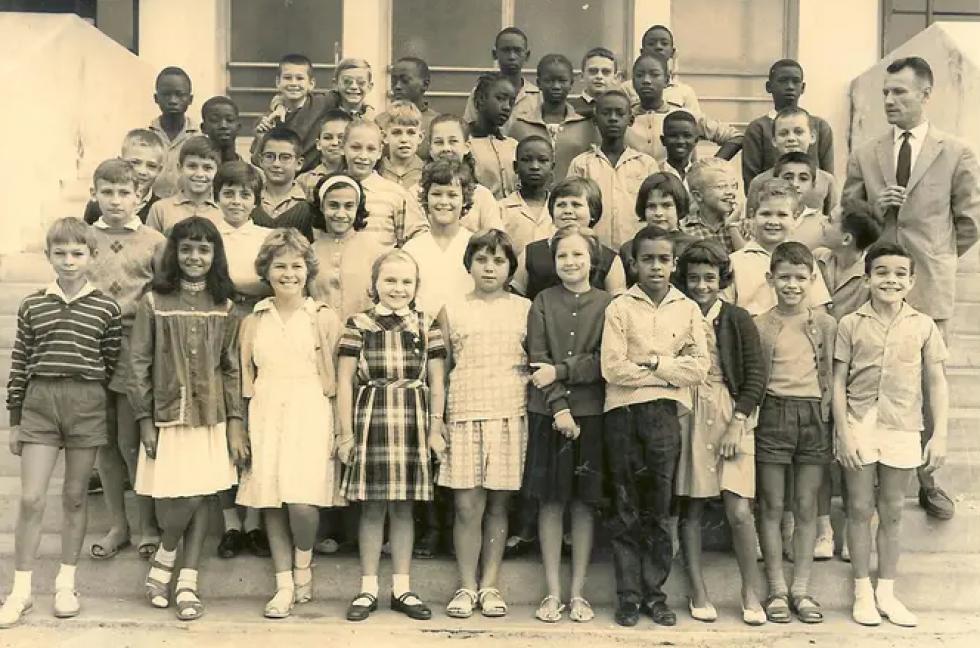 Classe de 6ème A 4 du lycée Van Vollenhoven en 1961-1962.