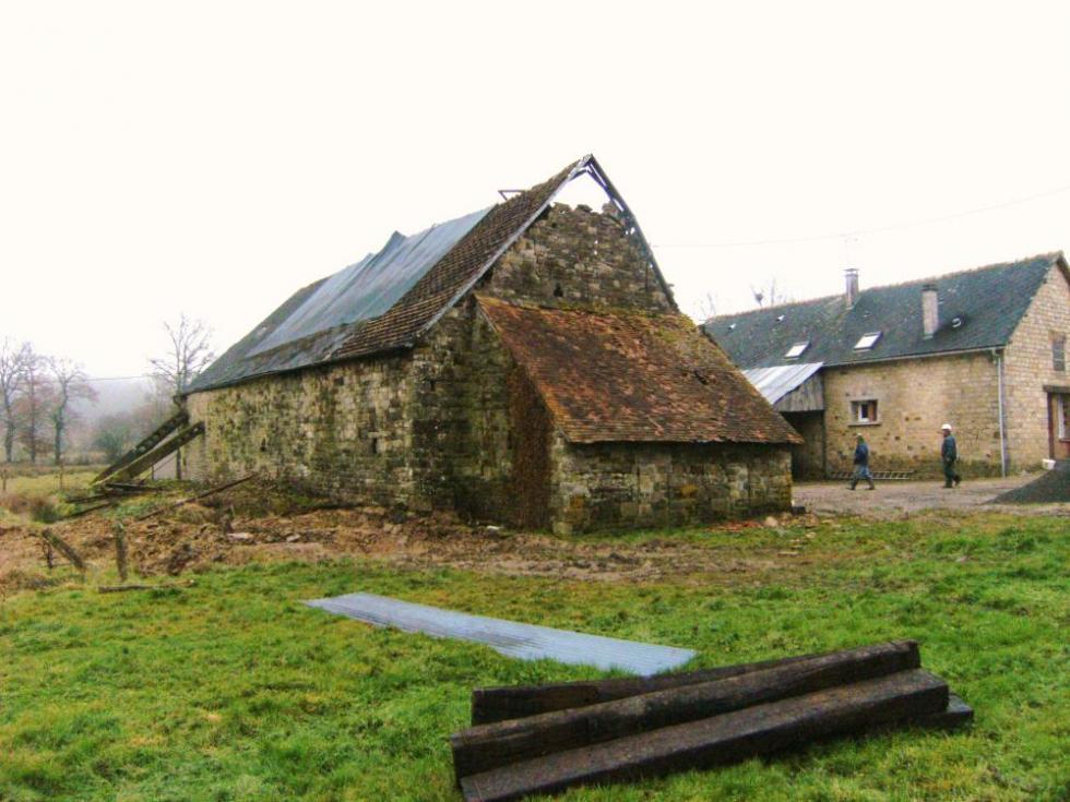 4 janvier 2009, la grange dont la mère de Maxime m'a vendu les pierres et la charpente.