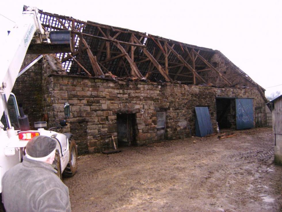 4 janvier 2009, la grange de la Thierrière en cours de démontage.